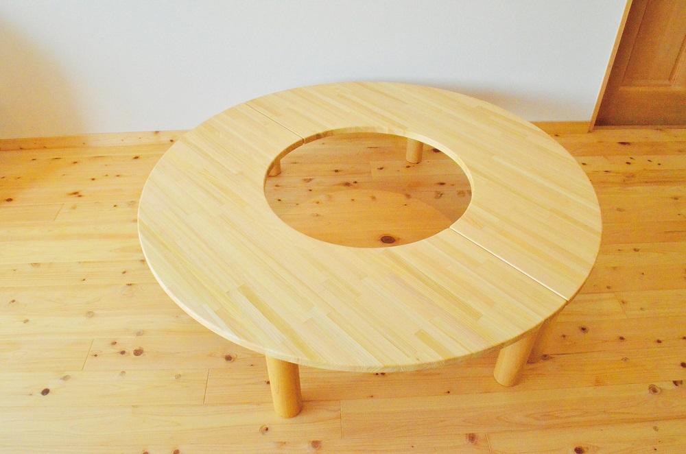 ドーナツ型テーブル