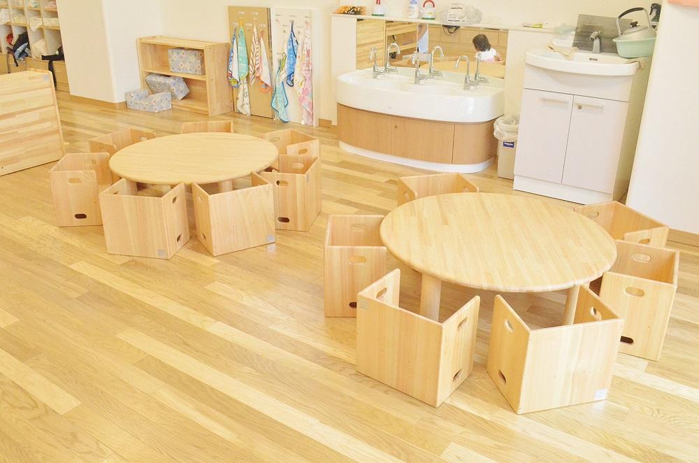 保育園の丸テーブル
