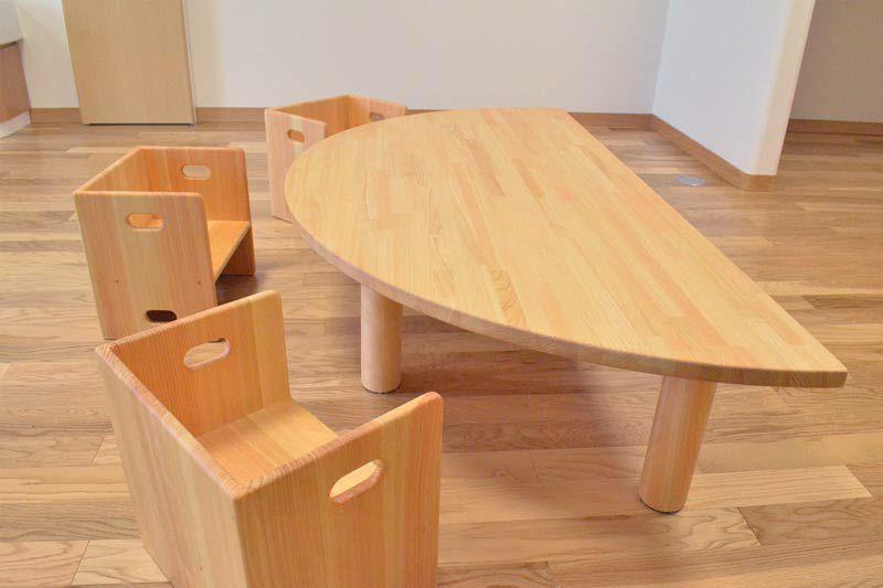 ヒノキの半割テーブル