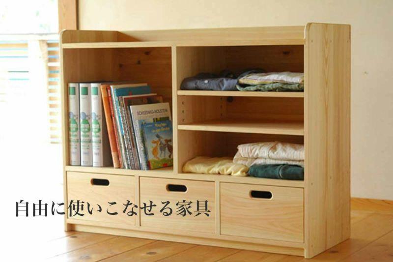 おもちゃと道具の多様棚